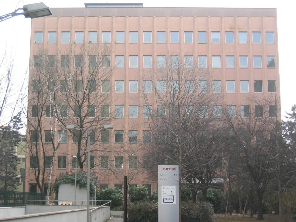 property management Figura 3 - Un edificio del centro direzionale prima dell'intervento..jpg
